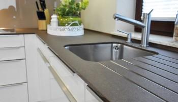 Granitová kuchyňská deska